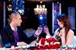 Cina romantica, petale de trandafir si muzica live in aceasta la Burlacul