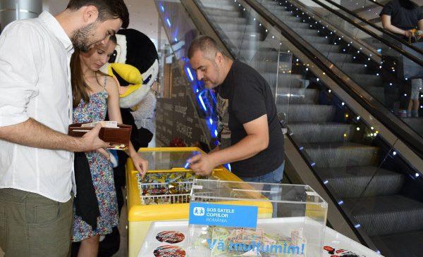 Cum îi faci pe români să doneze bani unor copii defavorizați?… Îndulcindu-i cu o înghețată, alături de vedete!