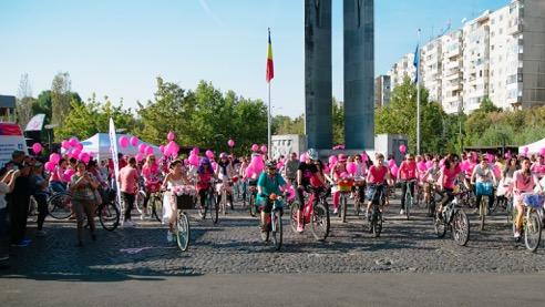 Peste 300 de femei au mers pe biciclete pentru prevenția cancerului la sân