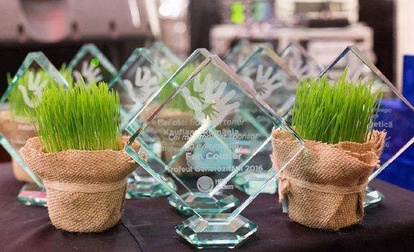 """Asociația Help Autism a desemnat câștigatorii premiilor """"Trofeul Generozităţii"""" 2016"""