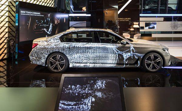 Proiecţie specială pe suprafaţa BMW Seria 7