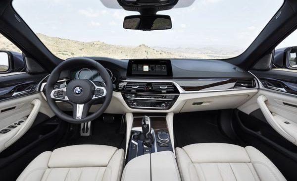 BMW Seria 5 a câştigat premiul EyesOnDesign Best Designed User Experience în cadrul Salonului Internaţional Auto din America de Nord (NAIAS) 2017 de la Detroit