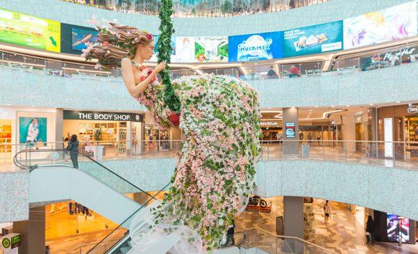 Magia primăverii aduce o zeiță în incinta București Mall