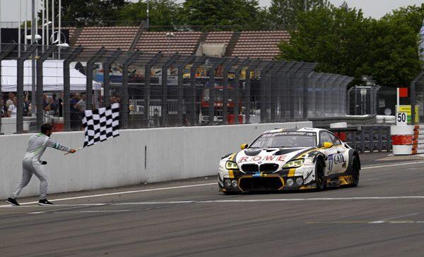 Final dramatic pe ploaie după 24 de ore: ROWE Racing obţine locul al doilea la Nürburgring cu BMW M6 GT3