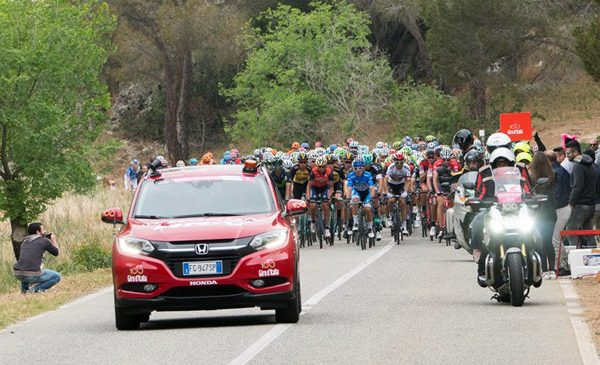 Honda features as official sponsor and supplier of cars and motorcycles for the 100th Giro d'Italia