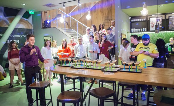 10 ani de Starbucks Vitan: disco party cu prieteni, cafele personalizate și multe surprize