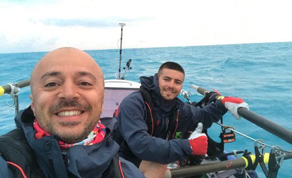 Echipa de români a reușit să traverseze Marea Neagră într-o ambarcațiune cu vâsle şi a stabilit un record mondial de viteză pentru România