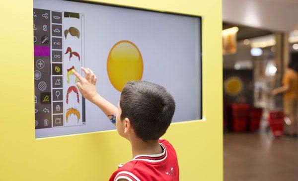 Lumea Emoji prinde viață la București Mall – Vitan