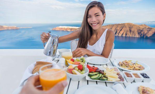 Ce mâncăm vara și ce poate cuprinde meniul într-o zi caniculară