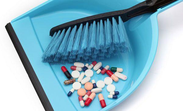 Aruncarea medicamentelor expirate la gunoi, o poluare inutilă