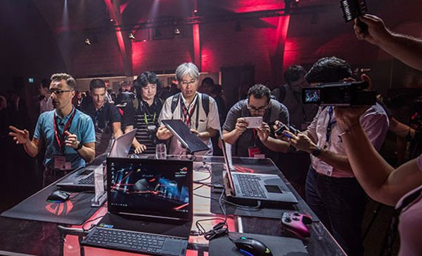 ASUS Republic of Gamers a prezentat la IFA 2017 cea mai nouă linie de produse de gaming, inclusiv laptopul ROG Chimera și monitorul curbat ROG Strix XG35VQ