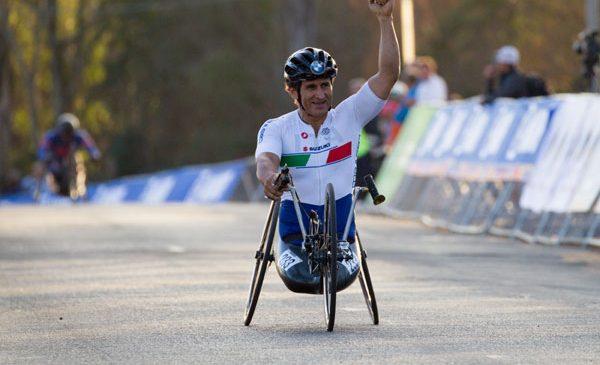 Al zecelea titlu mondial pentru ambasadorul BMW Alessandro Zanardi: Italia a câştigat medalia de aur în proba de paraciclism ştafetă