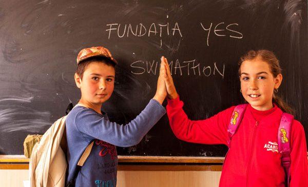 Fundația YES susține generația viitoare și dotează 20 de elevi din România cu sisteme PC
