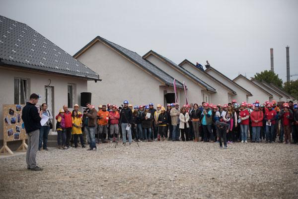 Habitat for Humanity a construit 36 de case in 5 zile, la Bacau