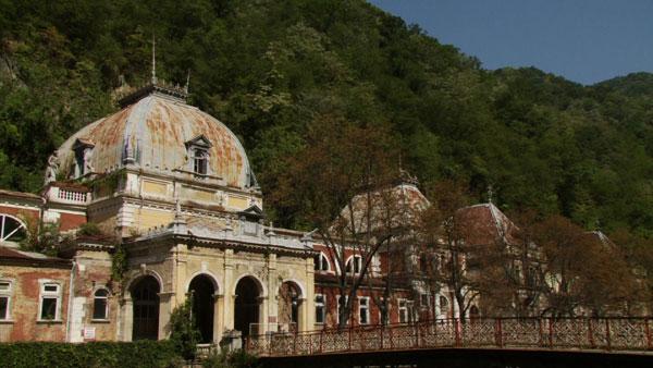"""""""Dosar România"""" vă prezintă """"Băile Herculane, o istorie în ruină"""""""
