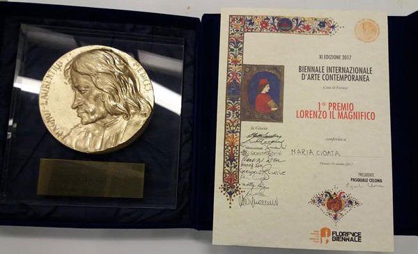 """Artista Maria Cioată câștigătoarea Premiului I """"Lorenzo Il Magnifico"""" – categoria artă ceramică, acordat de Florence Biennale 2017 – Bienala Internaţională de Artă Contemporană de la Florenţa"""