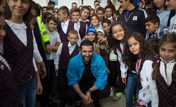 Smiley s-a întâlnit cu copiii din comuna Dofteana