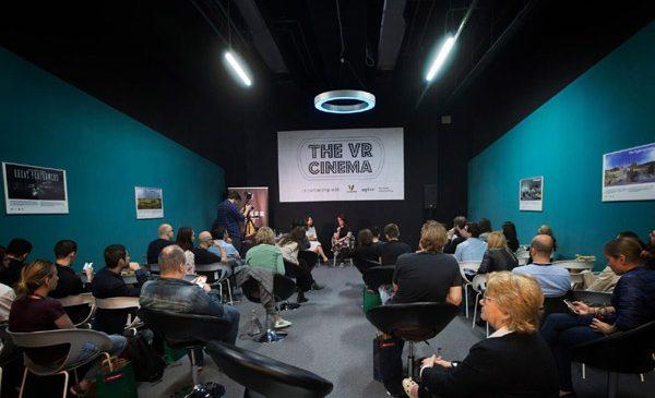 The VR Cinema din Veranda Mall a găzduit un eveniment cu Jenna Pirog, editor The New York Times VR
