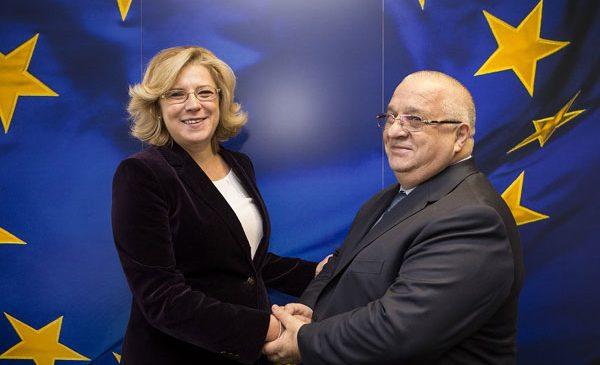 Comisarul european Corina Crețu s-a întâlnit, la Bruxelles, cu ministrul român al transporturilor Felix Stroe