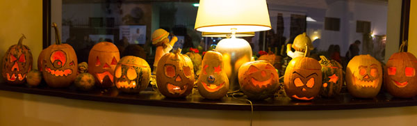 """Vedetele au sărbătorit Halloween-ul în stil elvețian la restaurantul """"Mica Elveție"""""""