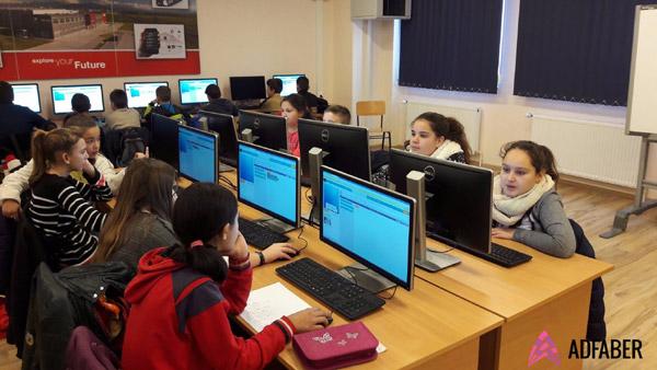 România programează la Hour of Code – cel mai mare eveniment de educație din lume își deschide înscrierile