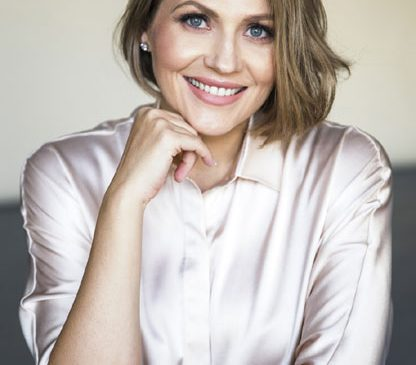 """Astăzi, când Antena 1 aniversează 24 de ani, Mirela Vaida le aduce telespectatorilor marea familie de vedete """"Mereu împreună"""""""