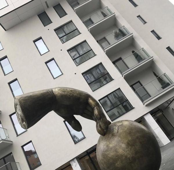One Herastrau Park, sculptura de Jull