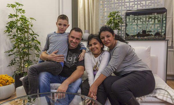 Familia Dumitrașcu a început aseară o viață nouă cu ajutorul echipei Visuri la cheie