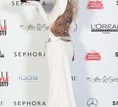Aseară, la cea de-a șasea ediție, Alina Ceușan a primit premiul Best Fashion Blogger la ELLE Style Awards