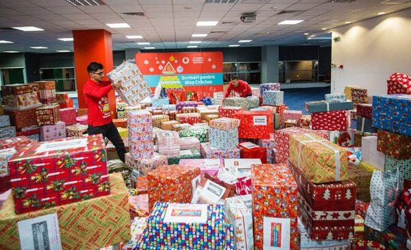 1.000 de copii defavorizați din întreaga țară vor primi cadourile pe care i le-au cerut lui Moș Crăciun