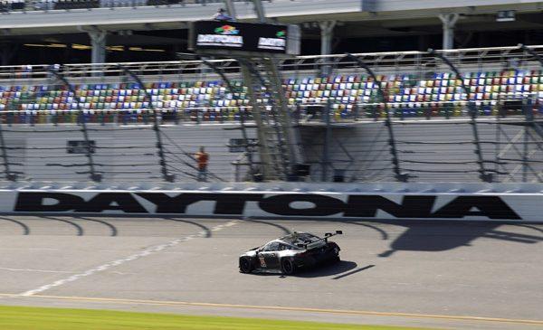 BMW Motorsport continuă programul de teste cu noul BMW M8 GTE la Daytona
