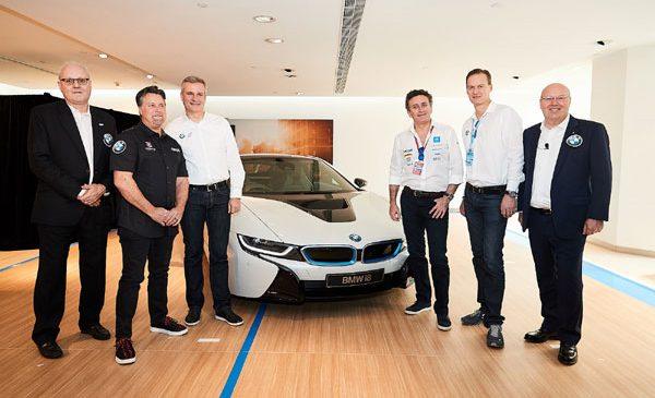 """Formula E rămâne """"Born Electric"""": BMW i continuă parteneriatul cu inovatorul campionat electric în calitate de """"Official Vehicle Partner"""""""