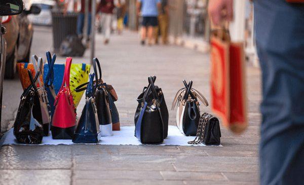 Începe perioada cumpărăturilor pentru sărbători, mare atenție la produsele contrafăcute