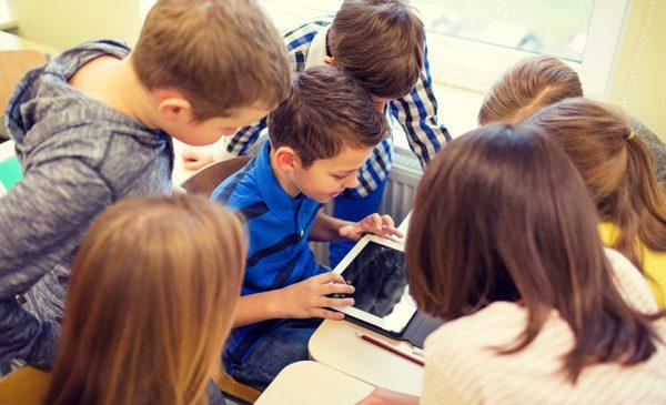 """150 de copii din zona rurală beneficiază de dotări noi cu echipamente IT, mobilier și rechizite, în cinci centre """"Școală după Școală"""""""
