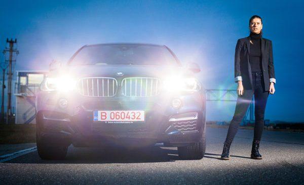 Adrenalină pentru început de sezon – Sorana Cîrstea şi Marius Copil testează modelele BMW X5 şi BMW X6 pe circuit