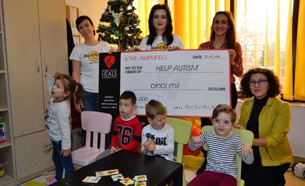 Recuperarea copiilor cu autism sprijinită de HARD ROCK CAFE București