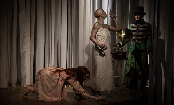 Yvonne, o nouă premieră a Teatrului Masca