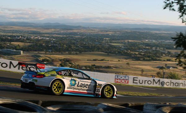 """Spectacol BMW în cursa Bathurst 12h de pe legendarul """"Mount Panorama Circuit"""""""