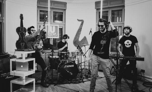 """Trupa Les Elephants Bizarres este de neoprit in maratonul muzical ULive Session cu live-ul piesei """"Nu ma opri"""""""