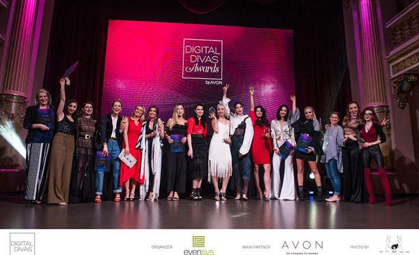 Votează-ți preferații la Digital Divas Awards by AVON