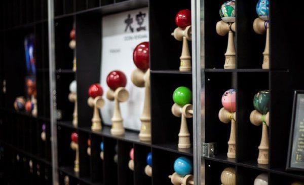 CRBL își expune colecția de Kendama la Mega Mall