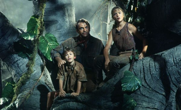 """Primăvara aceasta, trilogia """"Jurassic Park"""" ia cu asalt Filmcafe"""