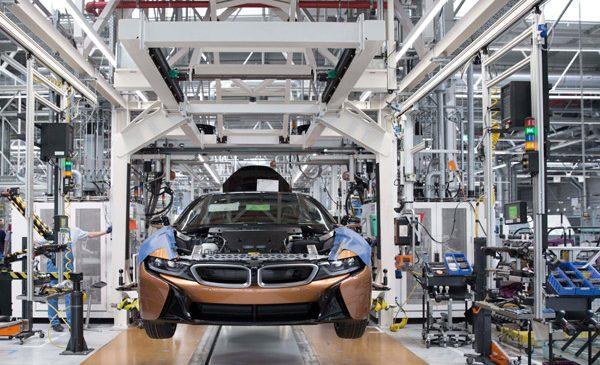 Uzina BMW Group din Leipzig a început producţia de serie a BMW i8 Roadster