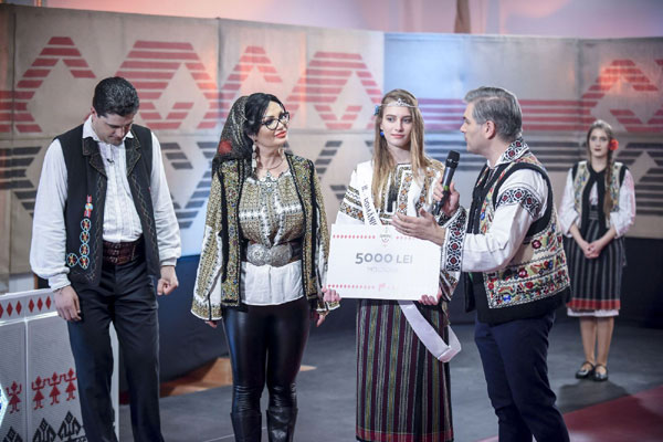 Elisa Maxim, Ie Romanie, Moldova