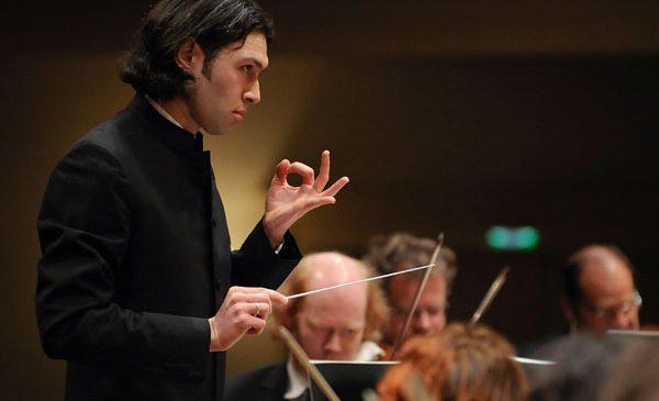 """Directorul Artistic al Festivalului și Concursului Enescu, Vladimir Jurowski, a fost desemnat """"Dirijorul Anului"""" în cadrul prestigiosului eveniment International Opera Awards"""