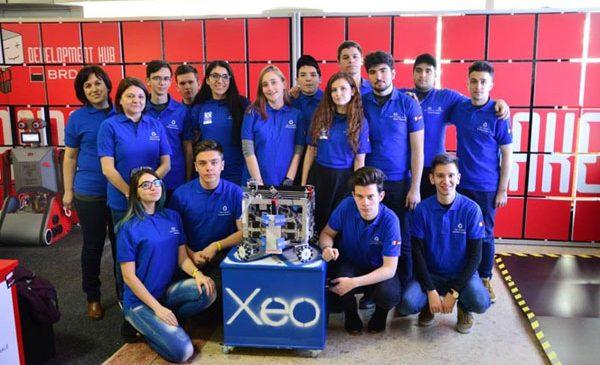 """Echipa de robotică XEO din Alba Iulia: """"Pentru noi participarea la campionatul din SUA este un vis devenit realitate"""""""