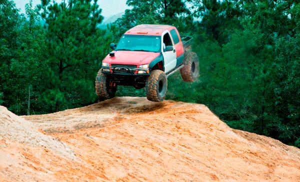 """HISTORY testează terenurile off-road într-o nouă serie, """"Competiţia camioanelor"""""""
