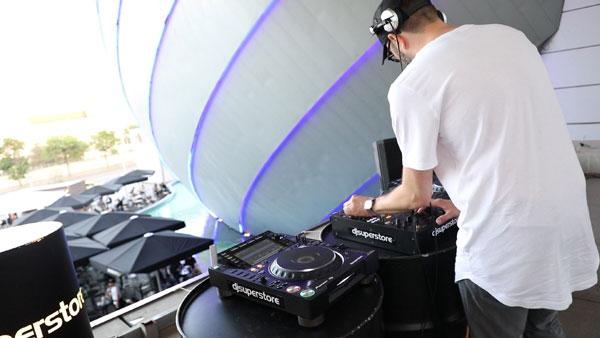Premieră: Super eveniment de muzică electronică pe acoperișul AFI Cotroceni