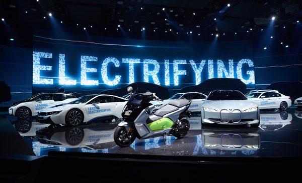 Peste un sfert de milion de automobile electrificate BMW Group pe şosele după creştere puternică a livrărilor în aprilie