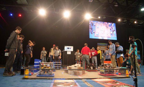 Două echipe românești au jucat în semifinala Campionatul Mondial FIRST Tech Challenge Detroit